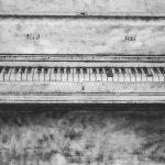 Et gammelt piano